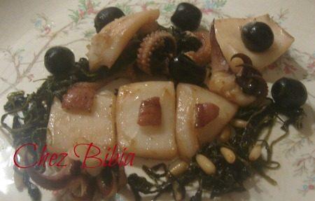Seppie con rucola, pinoli e olive
