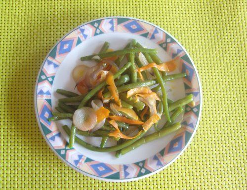 Fagiolini, cipolle rosse e carote
