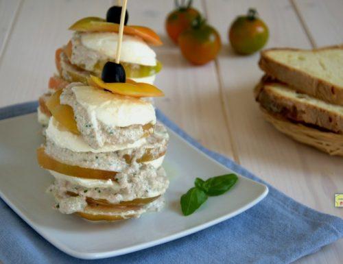 Sandwich di pomodori verdi e mozzarella