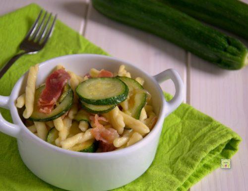 Strozzapreti zucchine e prosciutto crudo