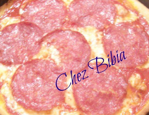 Pizza scamorza affumicata e salame Milano