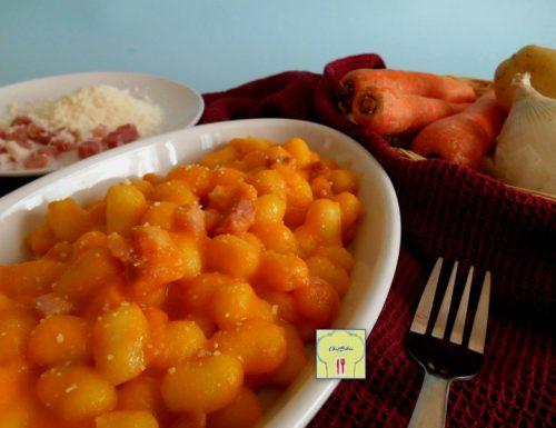 Gnocchi con crema di carote e pancetta affumicata