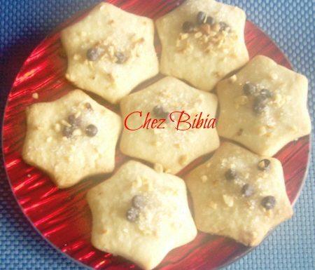 Biscotti con granella di nocciole e gocce di cioccolato