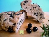 pane semi integrale alle olive e rosmarino