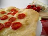 pizza gorgonzola e pomodorini