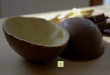 Uovo tipo kinder al doppio cioccolato