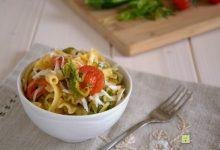 Pasta pomodorini fili di zucchine e cacioricotta