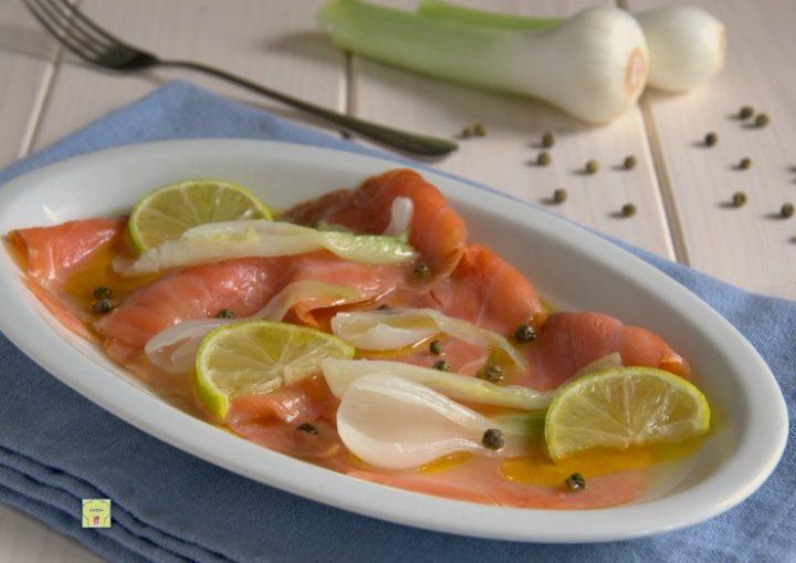 salmone marinato al lime e cipollotti