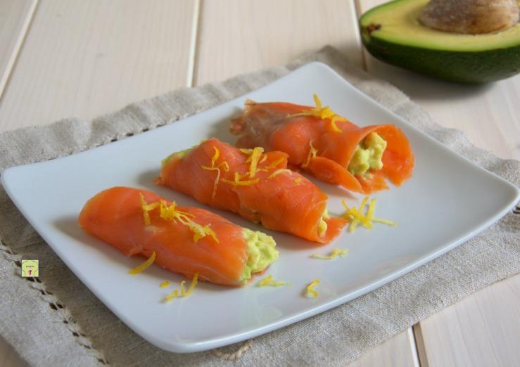 Involtini di salmone e avocado