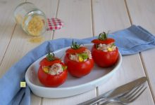Pomodori crudi ripieni di riso e tonno