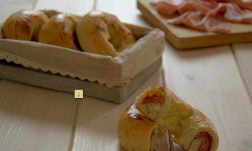 Ciambelle salate veloci mortadella e scamorza