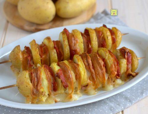 Spiedini di patate scamorza e speck