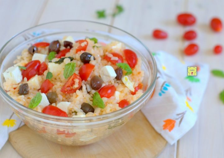 insalata di riso con pomodorini olive e feta