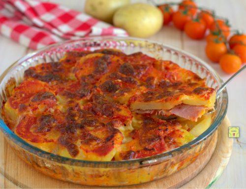 Teglia di patate pomodori e speck