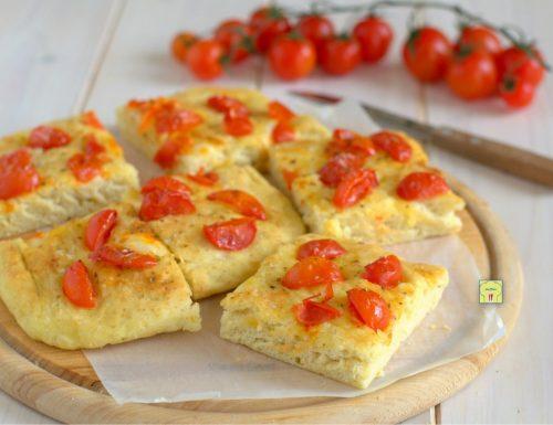 Focaccia con pomodorini a lievitazione istantanea