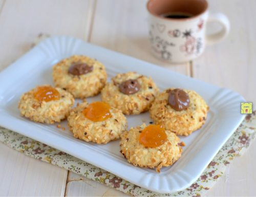 Biscotti con granella farciti