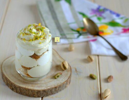 Coppa dessert yogurt e pistacchio