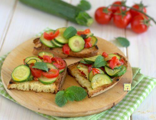 Bruschette zucchine e pomodori