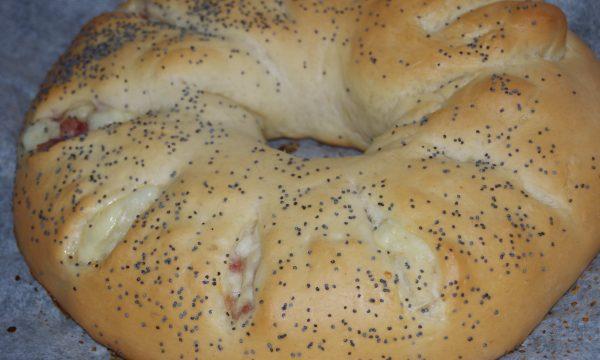 Girella di pan brioche farcita, ricetta salata