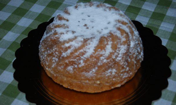 Torta soffice al limone profumata al tè nero