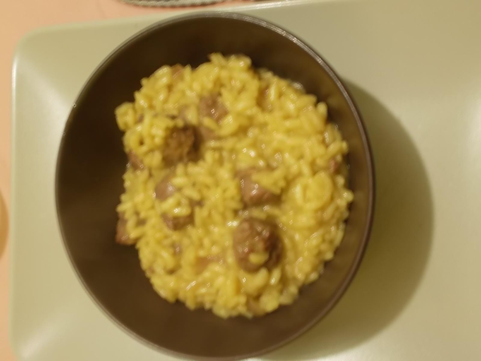Risotto giallo con salsiccia (luganega)