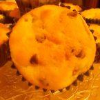 Muffin all'albicocca e gocce di cioccolato