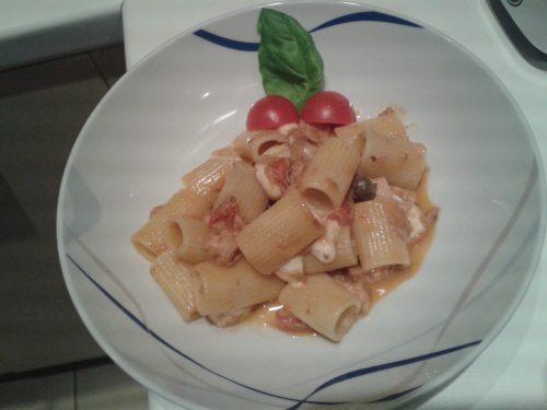 Mezze maniche pomodorini-tonno-mozzarella