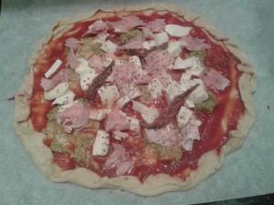 Pizza pesto-prosciutto-aggiughe