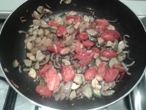 Pasta zucchine-pomodorini-zafferano