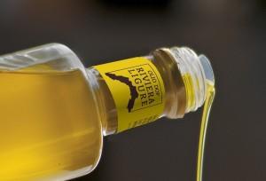 Olio extravergine di oliva Riviera Ligure D.O.P. - per la foto si ringrazia