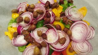 Peperoni gratinati al forno con cipolla di Tropea ed olive taggiasche