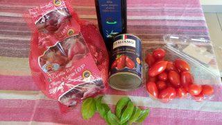 Sugo di pomodori datterini e basilico