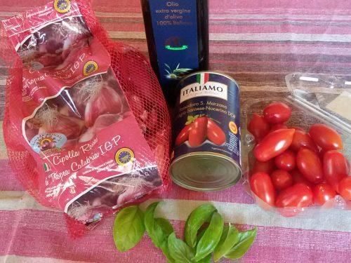 Salsa di pomodori datterini e basilico