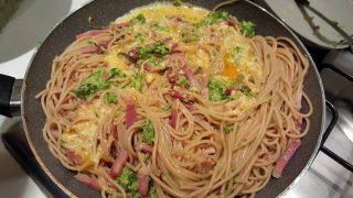 Spaghetti integrali alla carbonara di zucchine