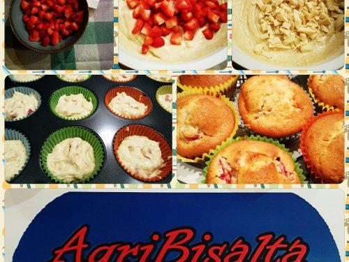 Muffin di fragole e cioccolato bianco