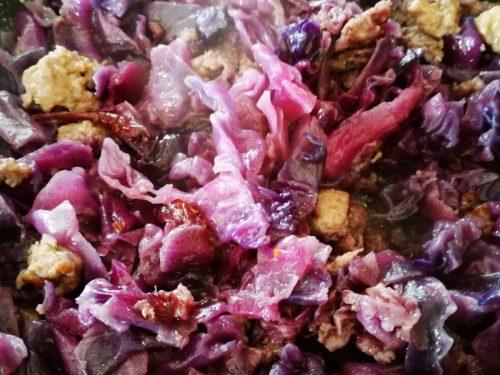 Cavolo rosso con salsiccia