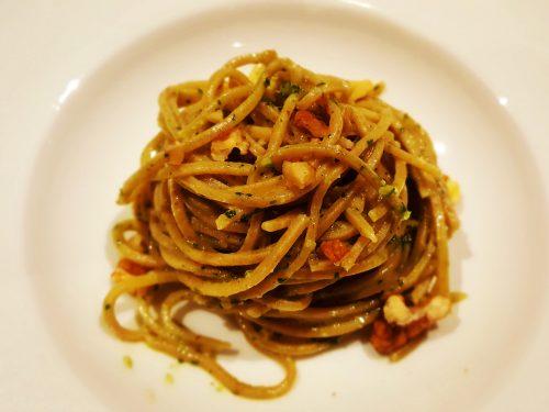 Tagliolini di farro con pomodorini, aglio, zucchine e nocciole