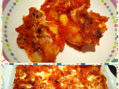 Conchiglioni ricotta e salsiccia in salsa rossa