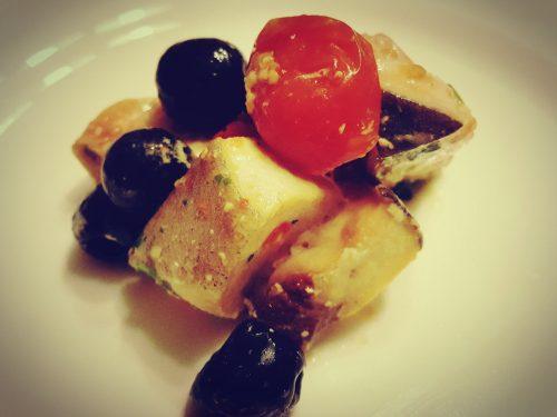Insalata tiepida di pesce spada con pomodorini ed olive nere di Gaeta