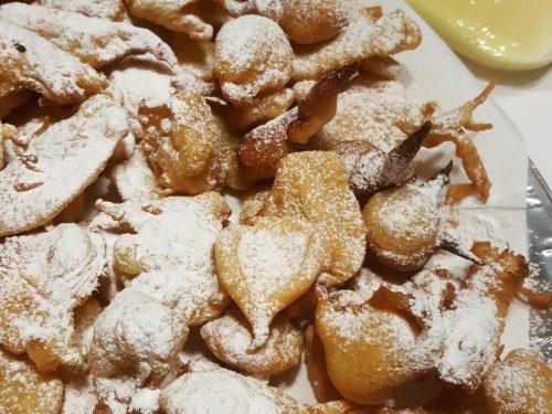 Frittelle alla crema pasticcera e di nocciole
