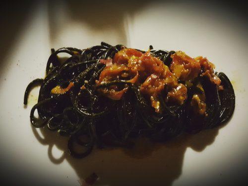 Tagliolini al nero di seppia in carbonara di guanciale di Cuneo e pecorino nostrano