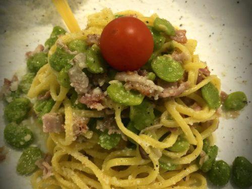Spaghetti con fave, pecorino e guanciale