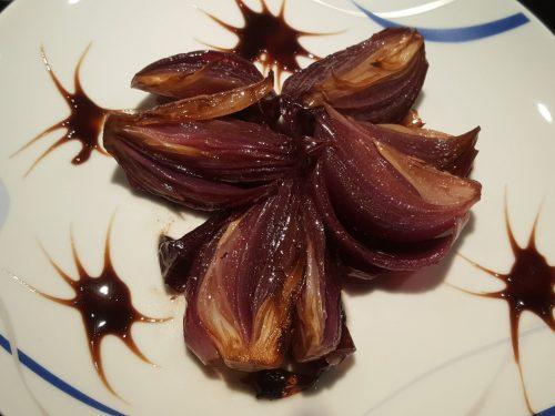 Cipolle rosse al forno glassate con aceto balsamico