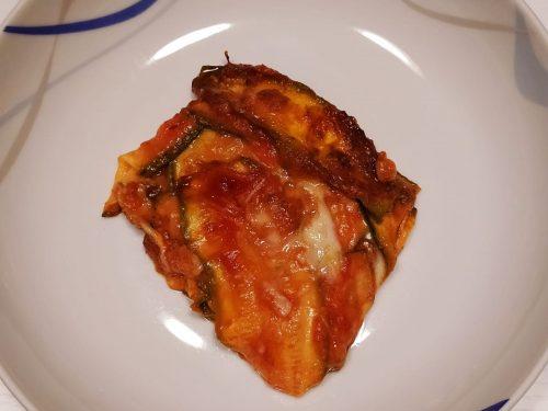 Parmigiana di zucchine con salsa di datterini e mozzarella di bufala