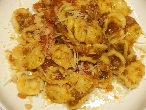 Orecchiette pomodoro fresco, pesto ed alici