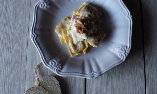 Tortelli di Zucca con Fonduta di Taleggio e Pancetta