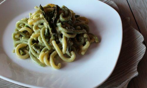 Pasta con Crema di Uova e Asparagi