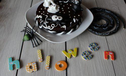 Torta con Decorazioni di Halloween