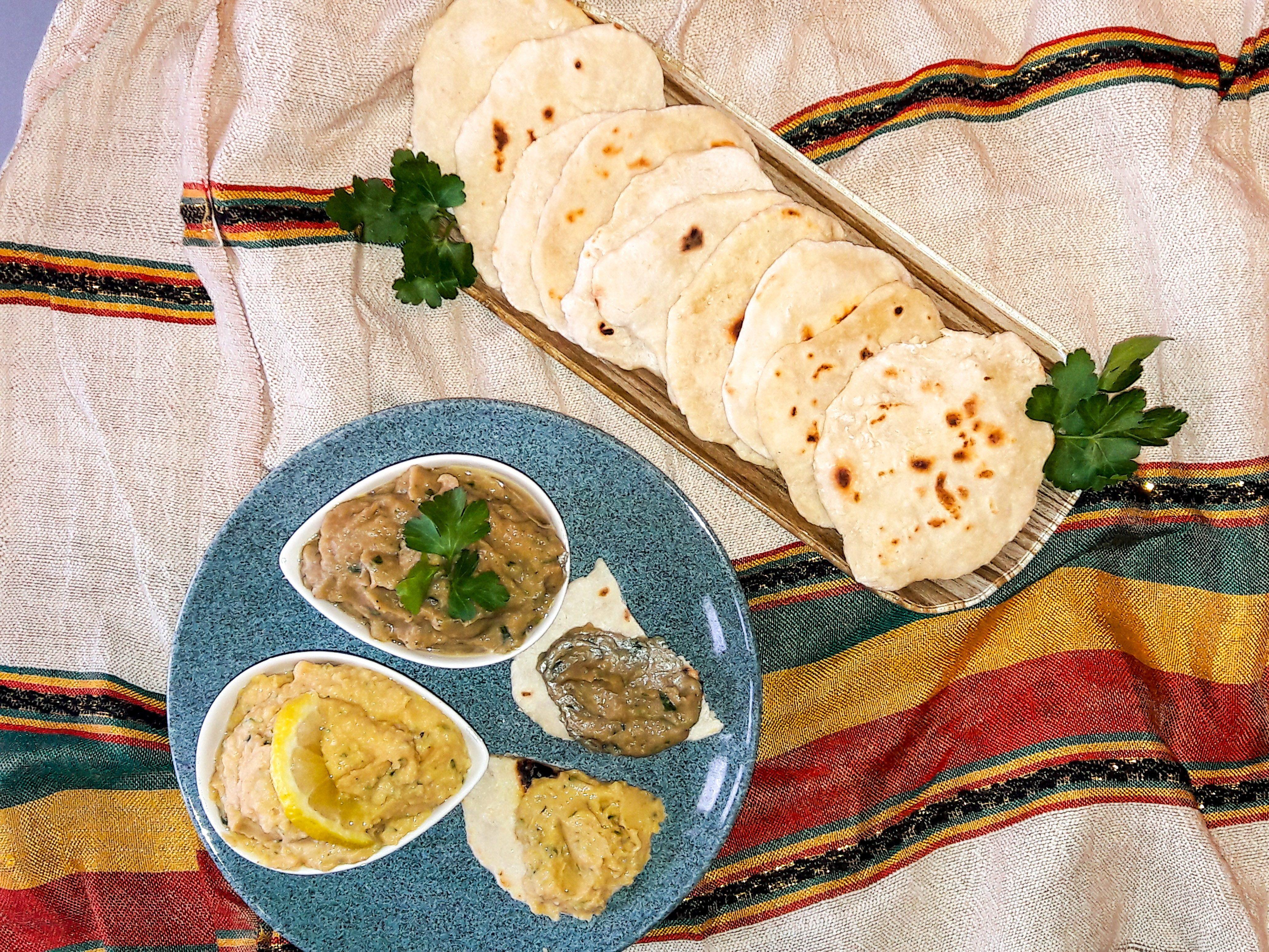 Pane azzimo con hummus e baba ghanoush