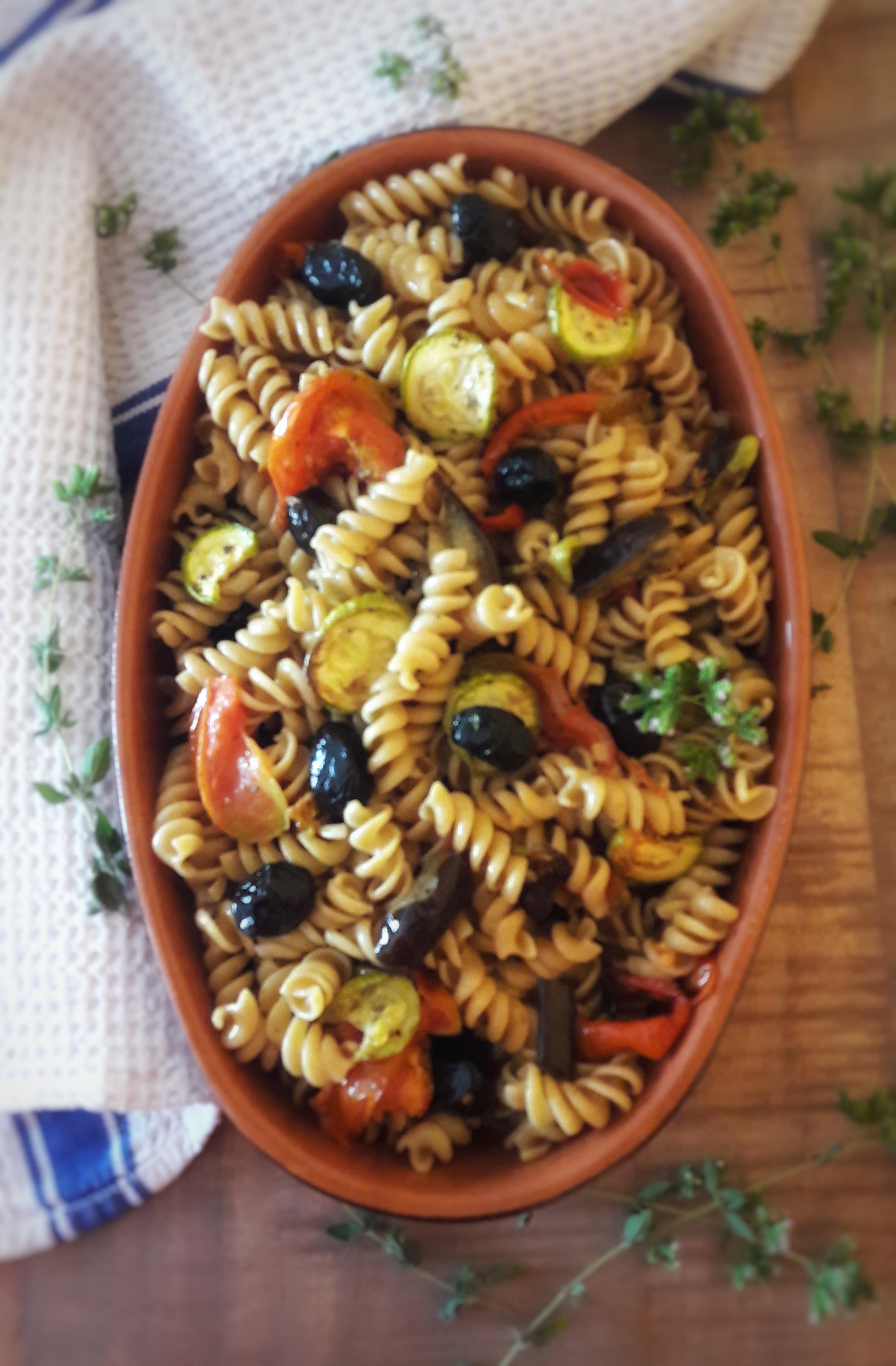 Insalata di pasta integrale con verdure grigliate